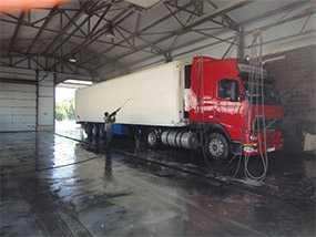 Механизированная мойка грузовых автомобилей с прицепом (фургоном, тентом)